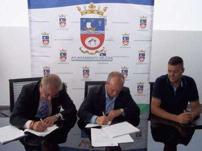 1-firma-del-contrato-entre-ayto-y-fcc-mayo-2013